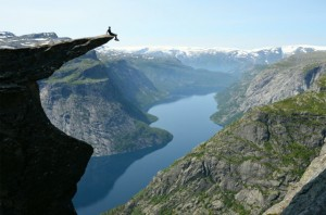 Taken from http://fiqixirsi.com/most-beautiful-landscape-photos-of-norway/
