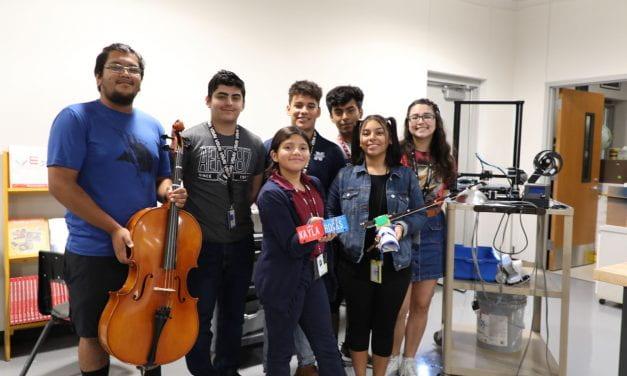 Estudiantes de Nimitz crean prótesis musical
