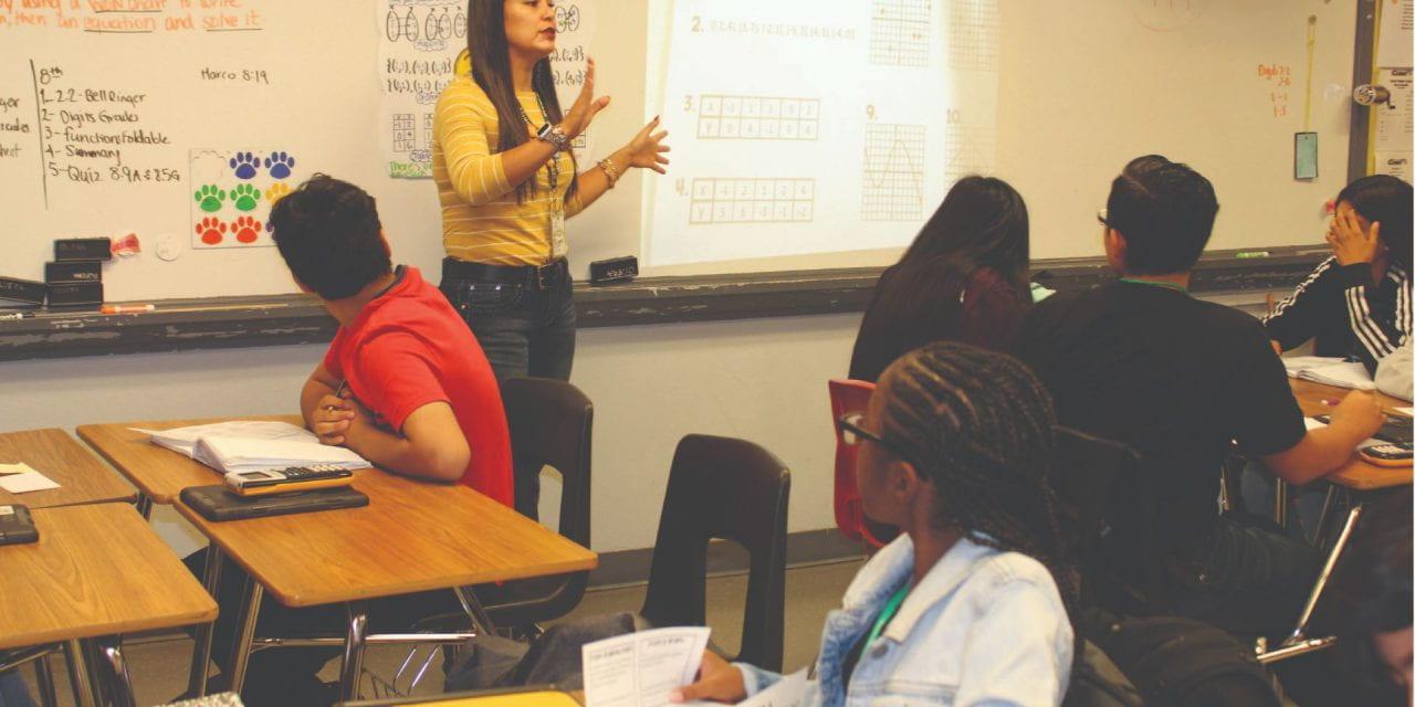 Maestra Aboga por Estudiantes Como Ella