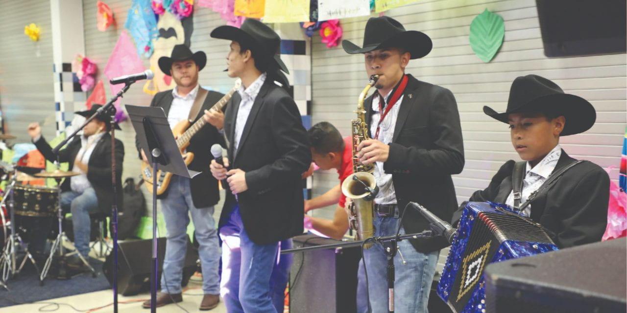 Estudiante Comparte Cultura Con Música