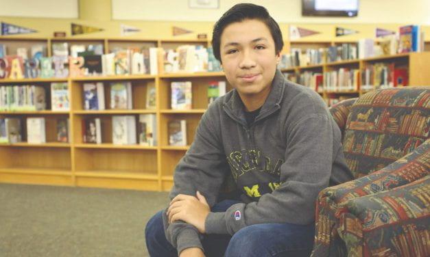 Estudiante de Irving Agrega Prodigio Universitario a Su Currículum
