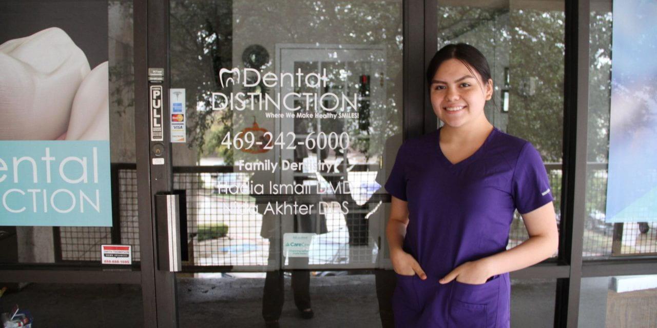 Las prácticas en consultorios dentales asegura futuros brillantes a estudiantes