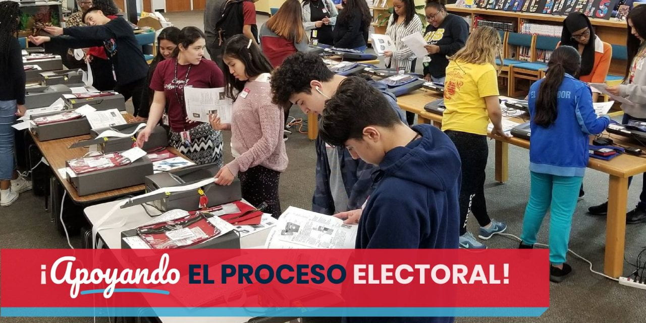 Estudiantes de la Preparatoria Irving Sirven Como Funcionarios Electorales