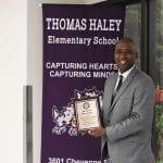 Director de Primaria Thomas Haley gana el premio NAACP