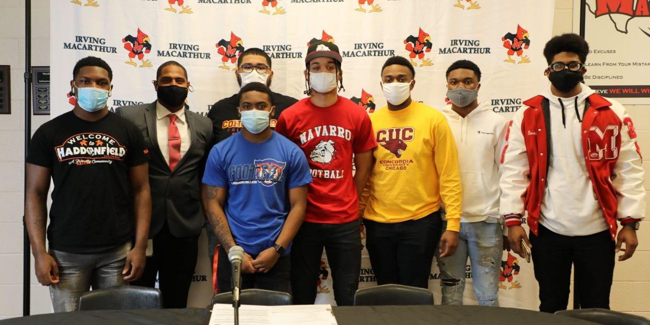 12 Estudiantes-Atletas de Irving ISD firman con universidades en el Día Nacional de Firma