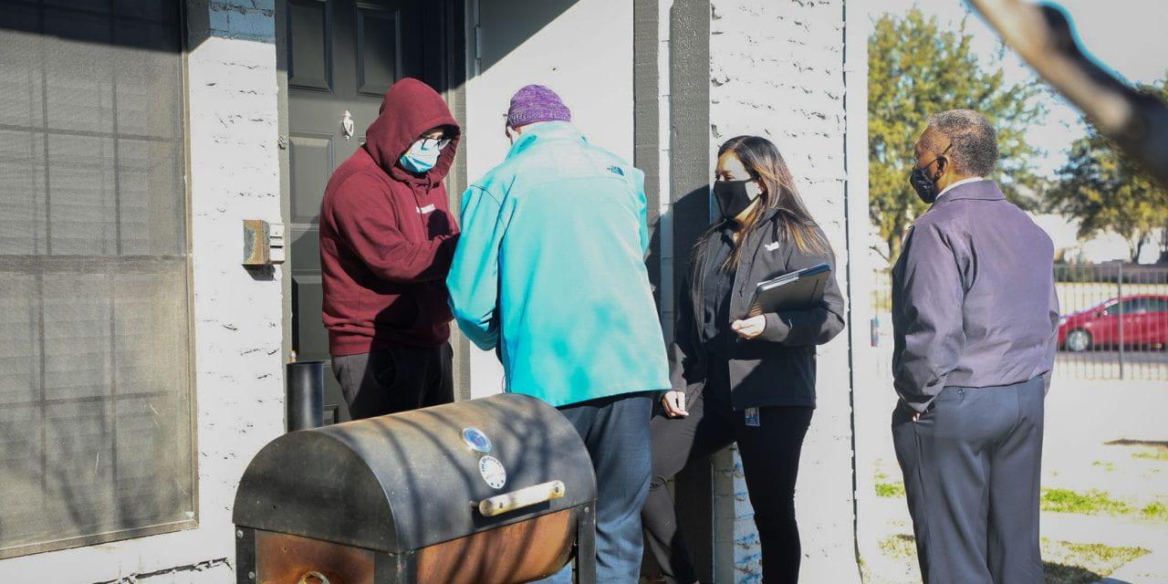 Al Día: Tocar 990 puertas en seis semanas