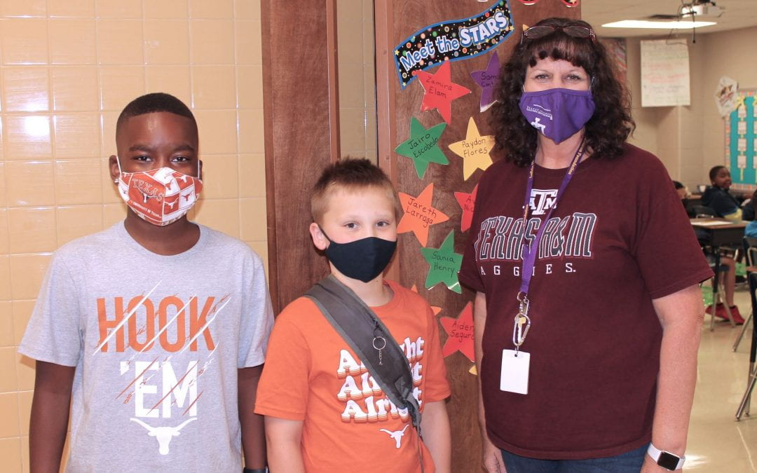 Brookhollow Elementary celebrates National College Colors Day