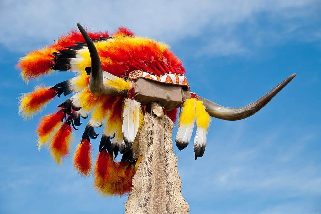 a picture of a Native American headdress