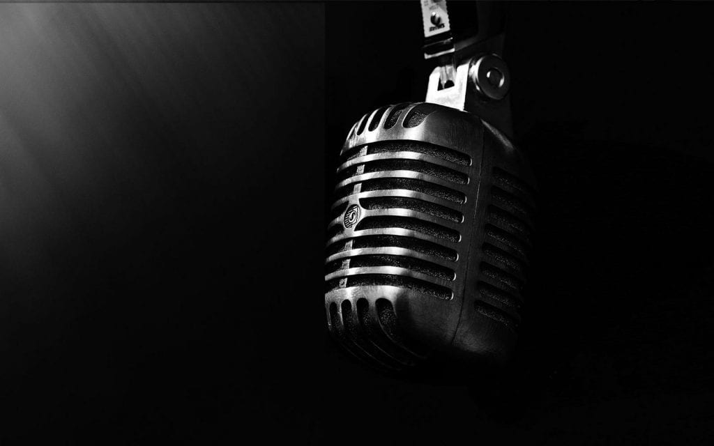 a black and white pic of a microphone