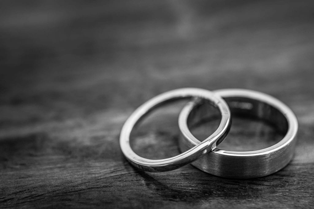 a picture of wedding rings