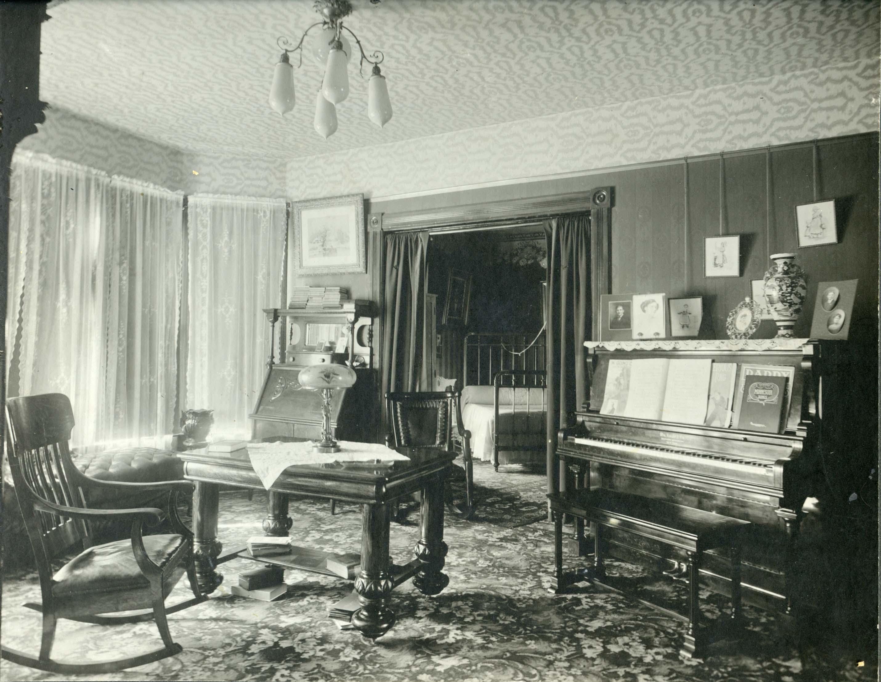 Early Twentieth Century Home Decor