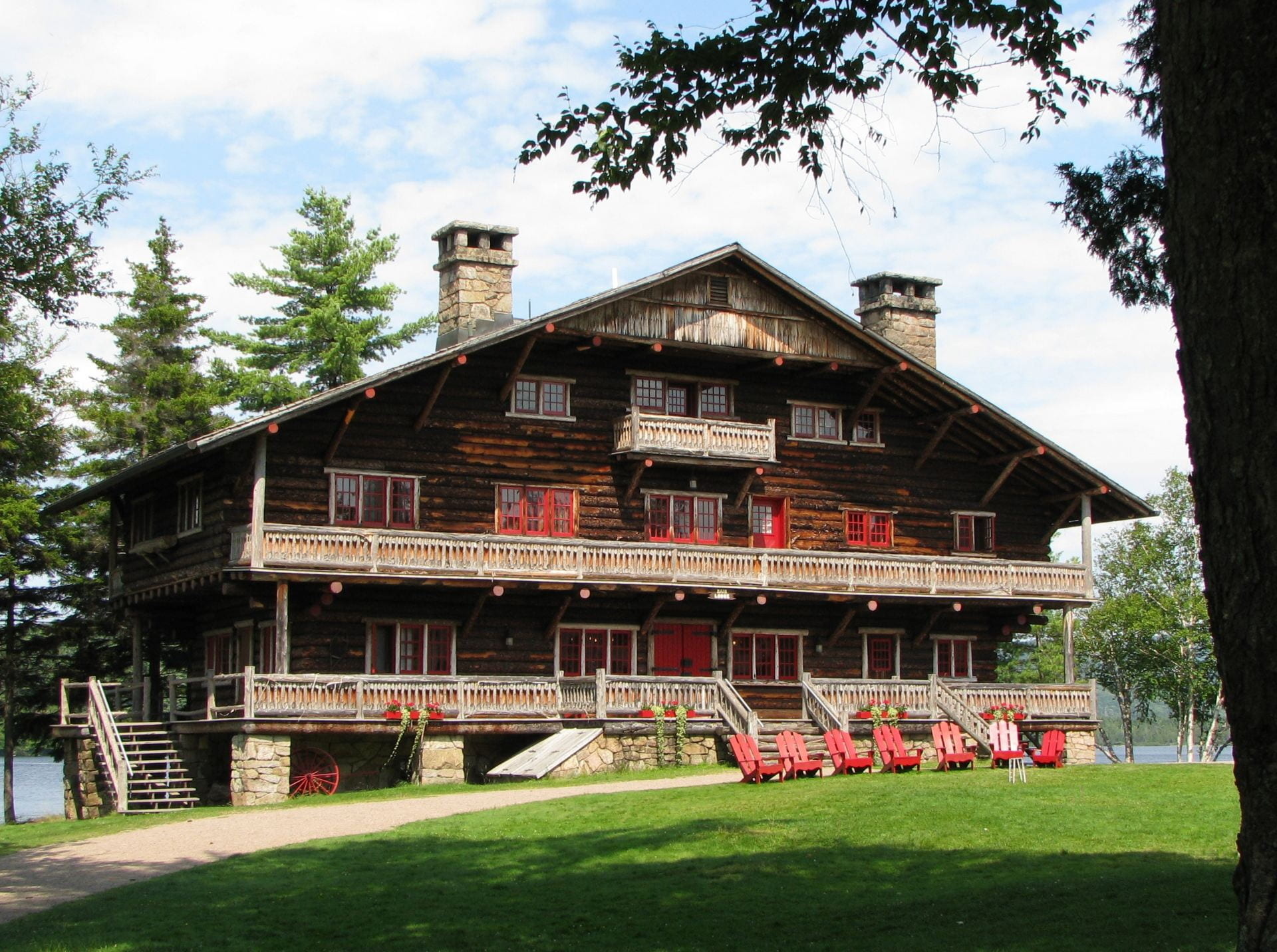 Fig. 1. Façade of building in combination of log cabin architecture with Swiss chalet influences.