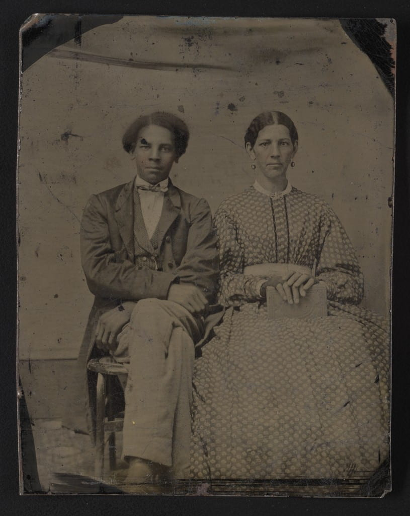 Potrait of a man and woman, seated