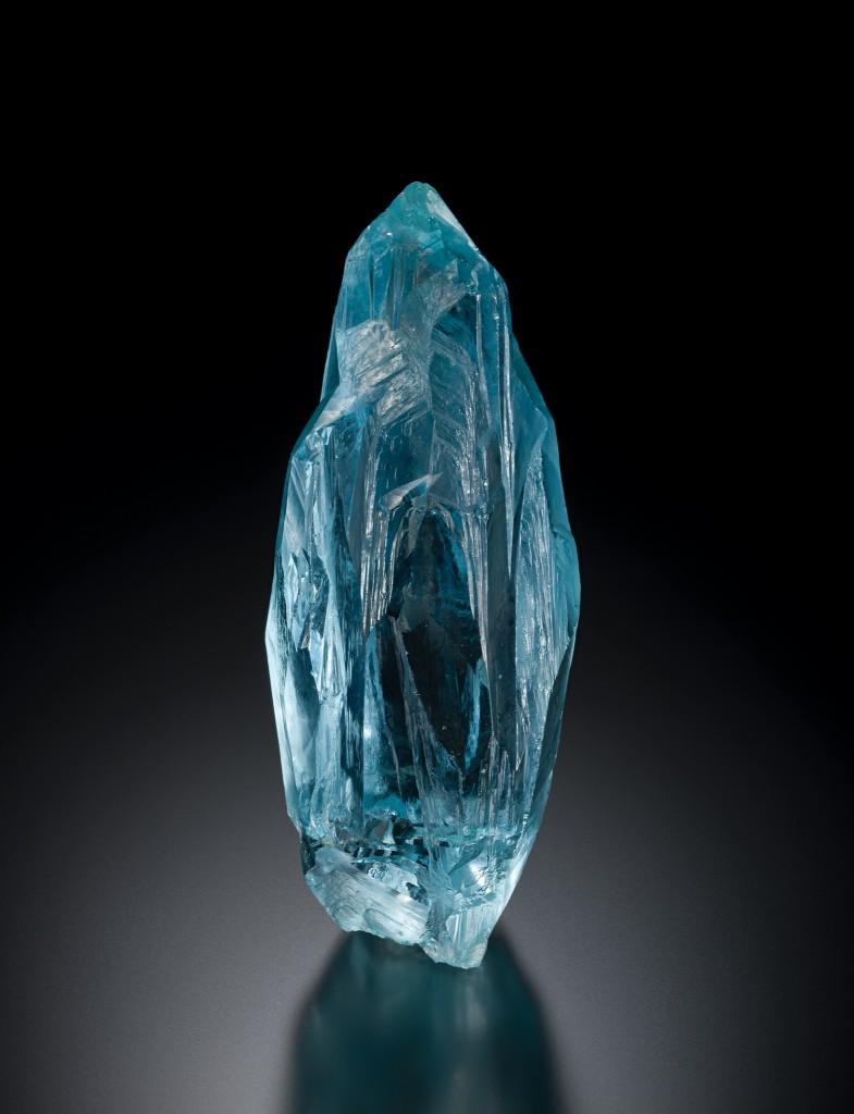 Beryl (aquamarine), Marambaia Mine, Minas Gerais, Brazil from the Irénée du Pont Collection (3 inches x 1 ¼ inches). Image courtesy Michael J. Bainbridge