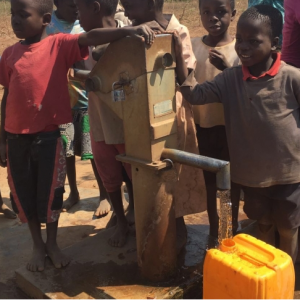 Children excited by new well during UD EWB Malawi project