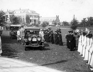 Warren G. Harding, President of the United States, visited the University of Delaware and the Women''s College of Delaware during its commencement in 1923. Here, his motorcade, accompanied by Secret Service officers, arrives on campus near Warner Hall.
