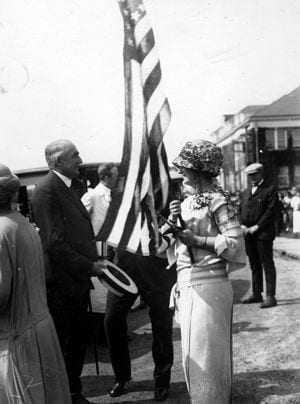 Elizabeth Jones, a student of the Women''s College of Delaware, speaks with Warren G. Harding, the President of the United States, during the 1923 commencement.