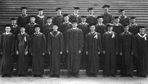 The graduating class of Delaware College in 1910.