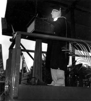 The prominent scientist and inventor R. Buckminster Fuller addresses the graduates of the University of Delaware at the 1980 commencement