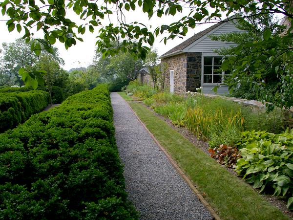 Goodstay_garden_path-209c2ml