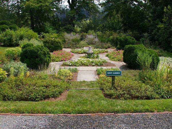 Goodstay_knot_garden-266m052