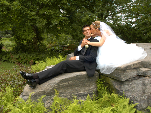 Goodstay_wedding_couple-on-rock-25ieg1f