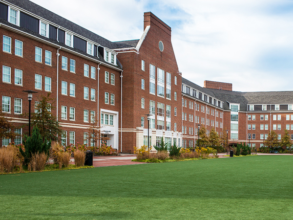 UD_Residence_Hall_With_Lawn-1gg2r10