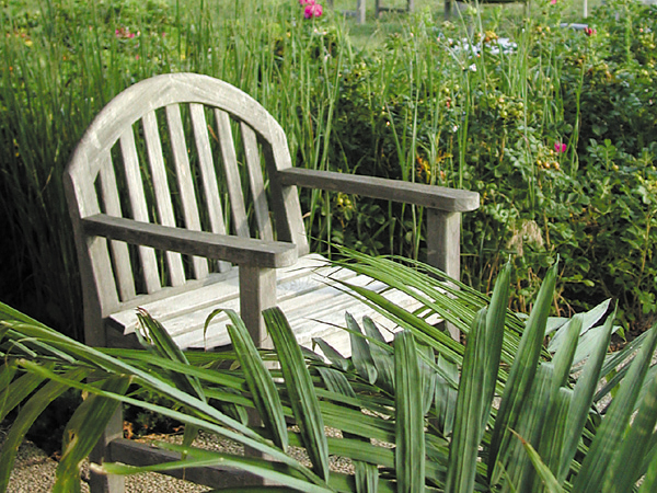 Virden_teak_chair_in_garden_600x450-1i7ld8r