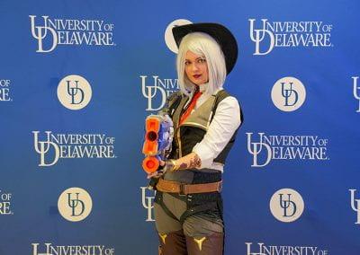 Overwatch Ashe cosplayer