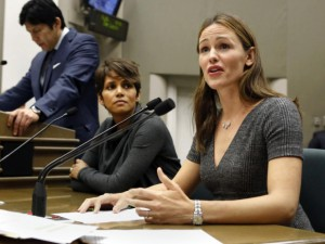 Image of Jennifer Garner and Halle Berry making statements in court.