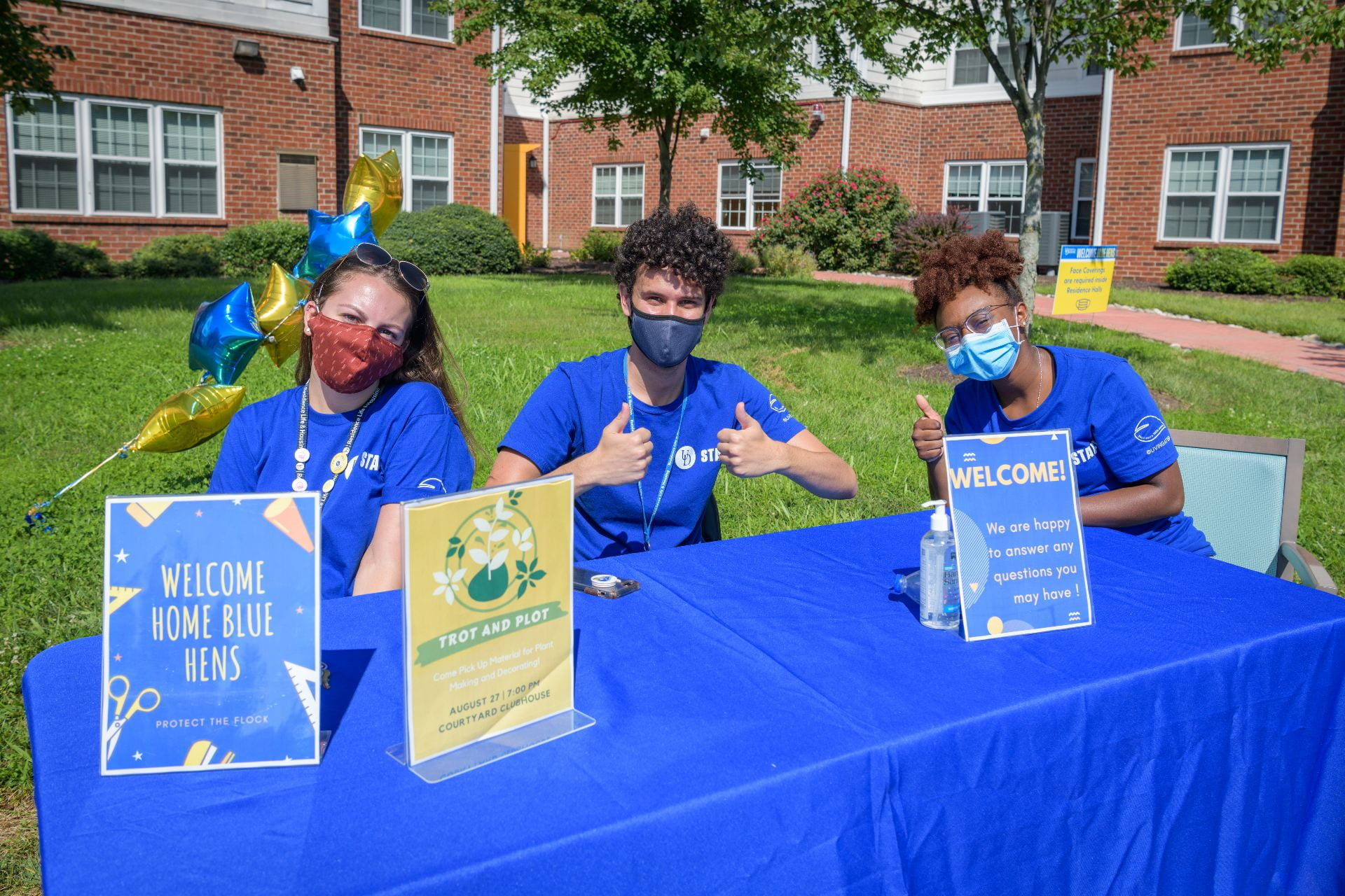 Student employees welcome Blue Hens at the University of Delaware