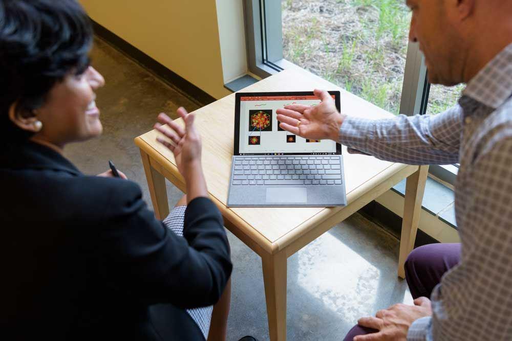 Vijay Shanker and students looking at computer