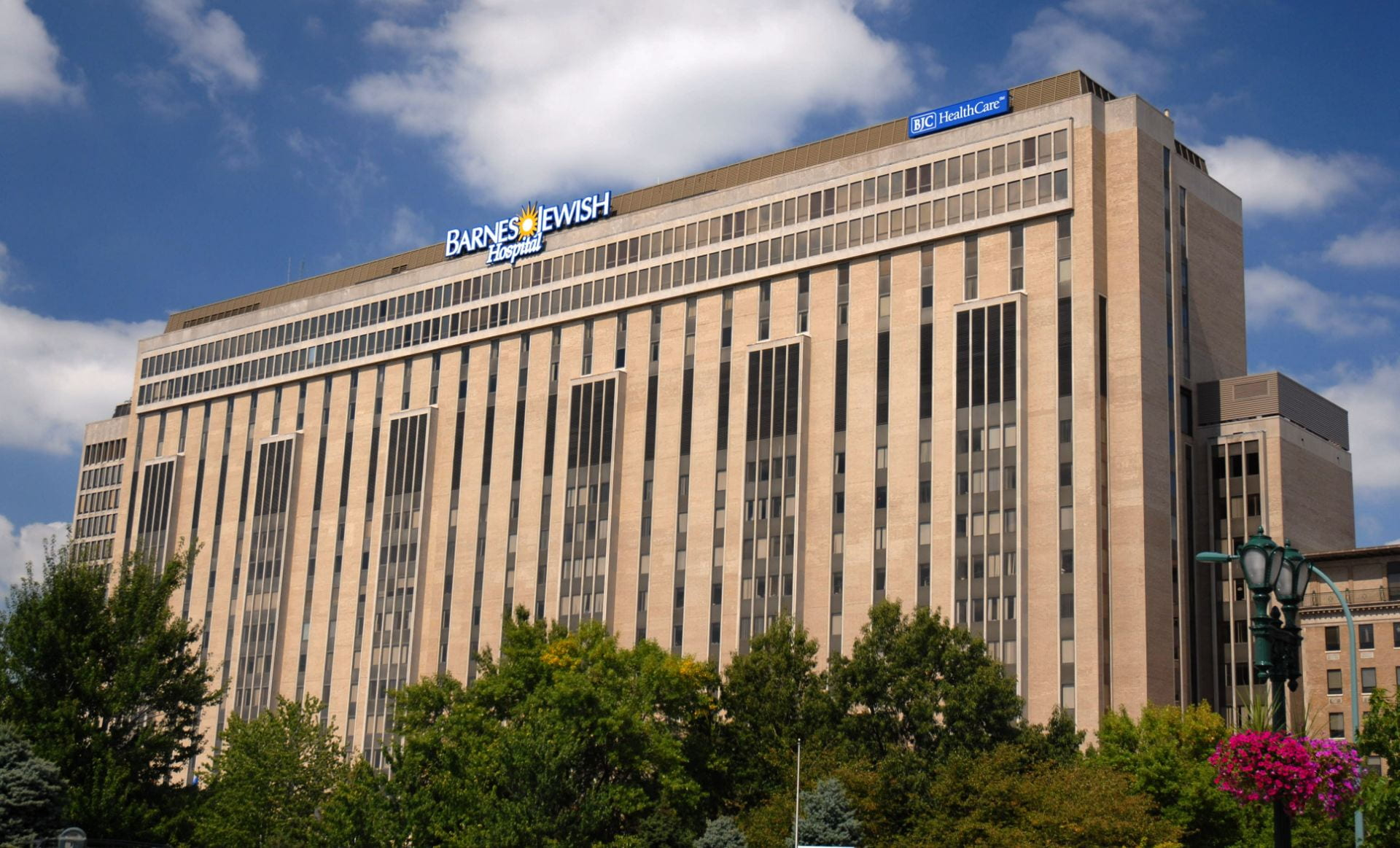 Barnes-Jewish Hospital building photo