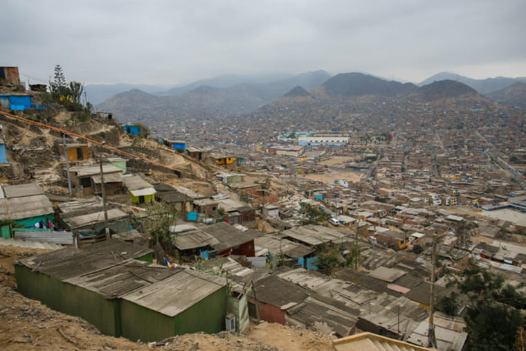 A new study surveyed ecosystems of bacteria and their capacity to resist antibiotics in low-resource communities, including Pampas de San Juan de Miraflores, a densely populated slum outside Lima, Peru. (Photo: Pablo Tsukayama)