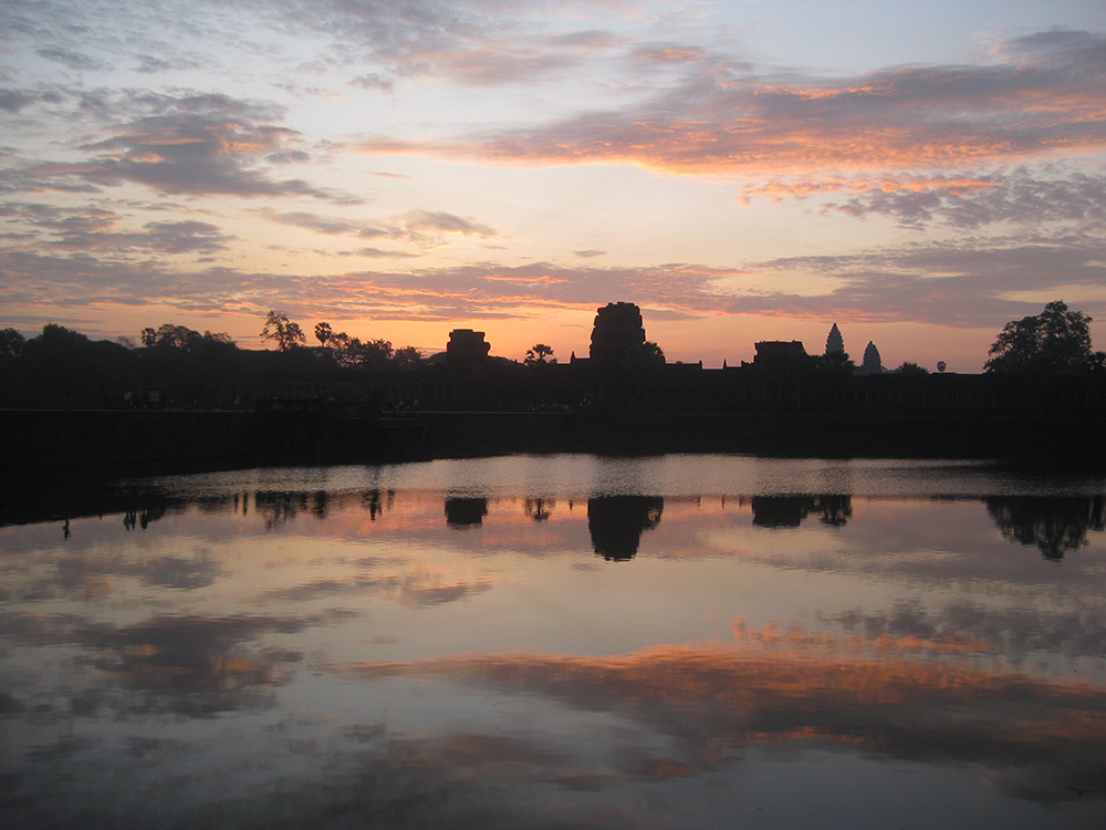 Angkor Wat at sunrise 1000 px