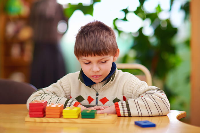 Severity of autism symptoms varies greatly among identical twins