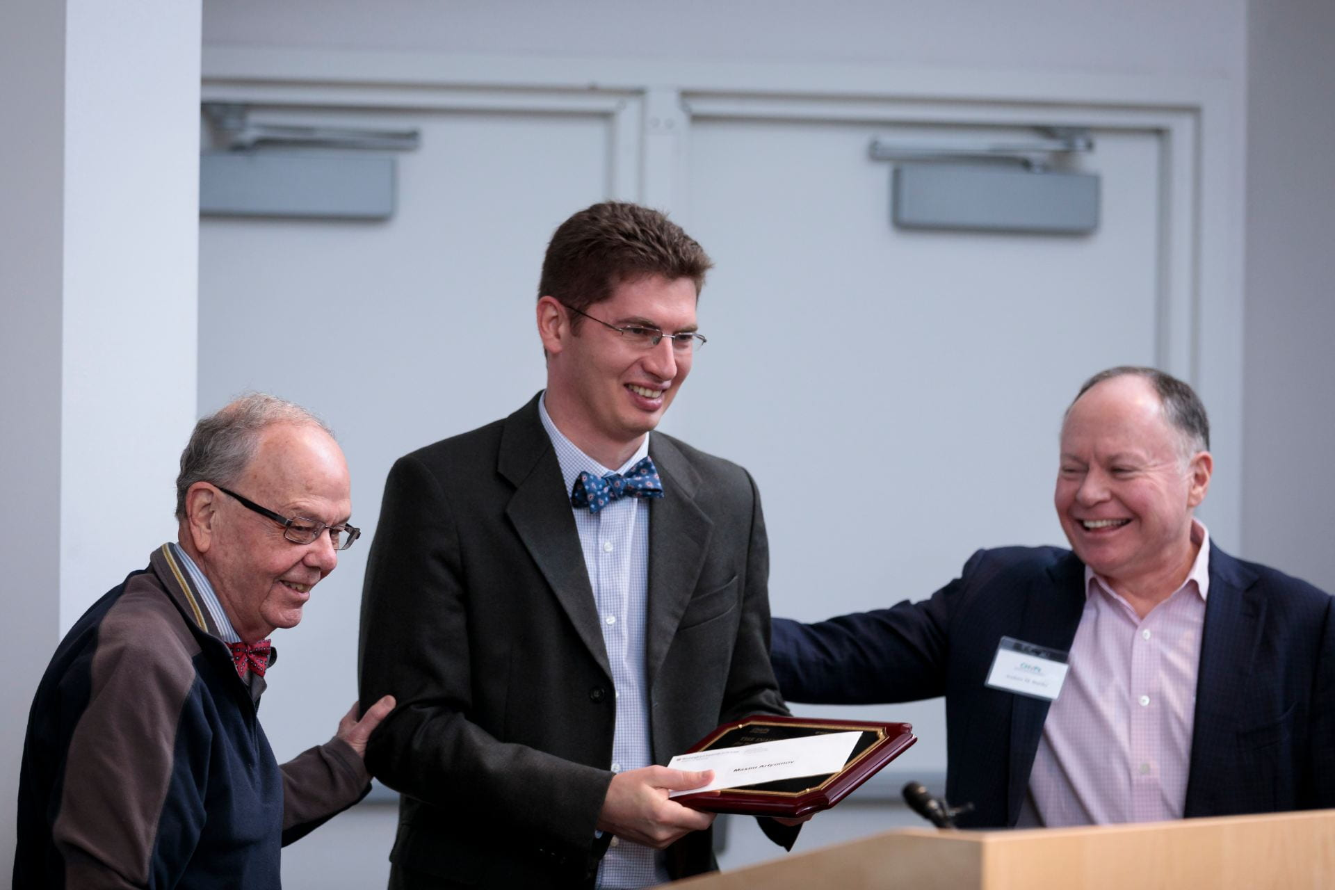 Maxim Artyomov, PhD, center, is awarded the Emil R. Unanue Award by Emil R. Unanue, MD, left, and Andrew Bursky, right