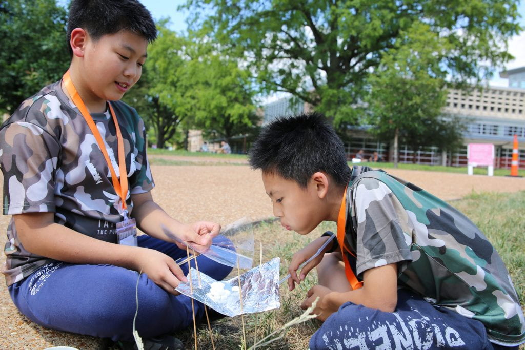 S'mores + science = fun for visiting Chinese students