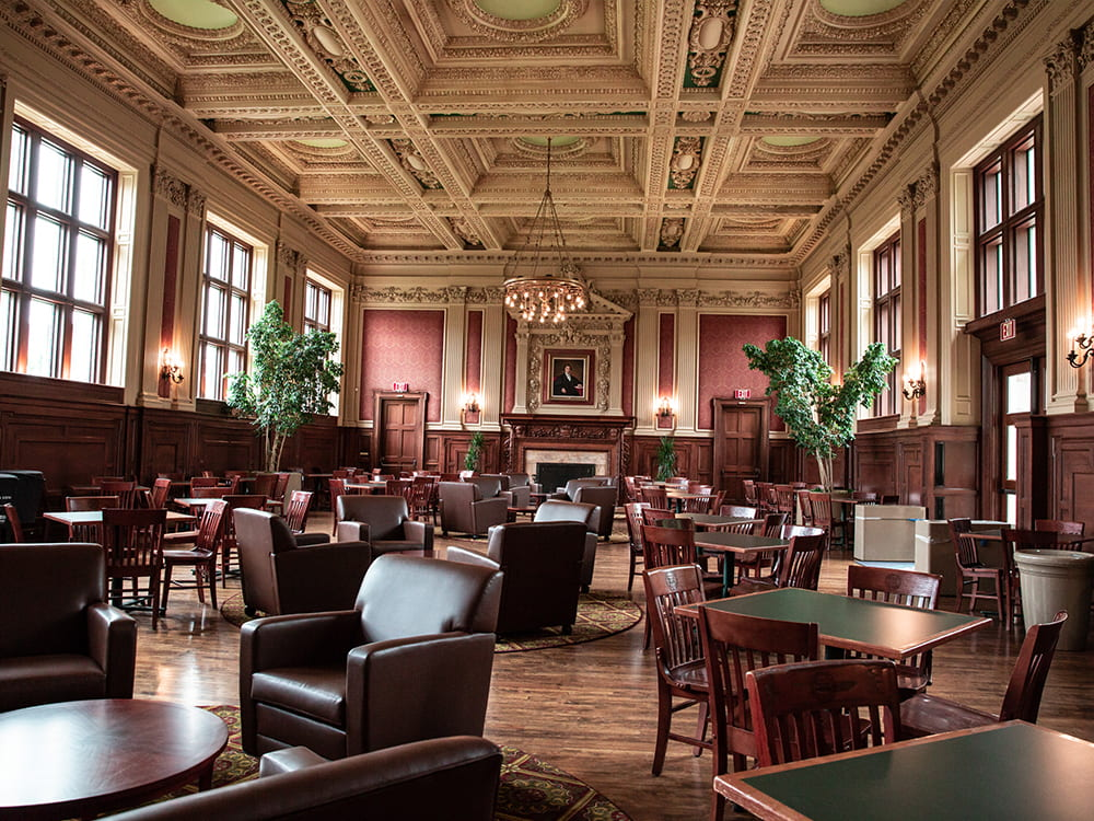 Holmes-Lounge