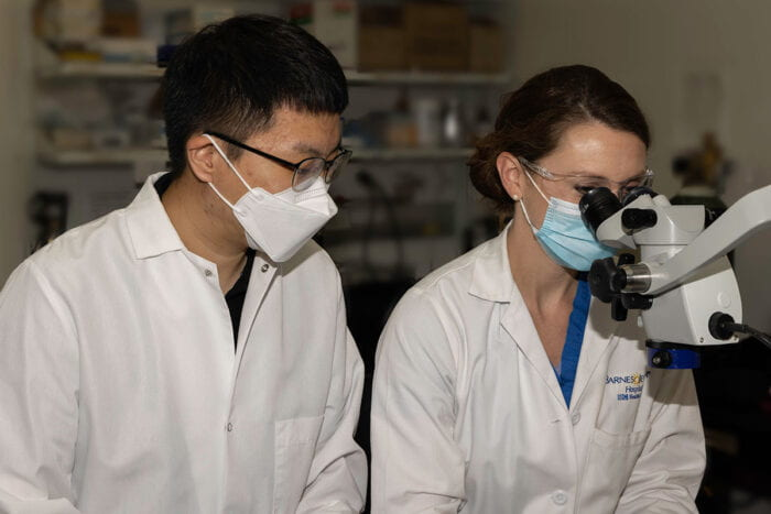 Yong-Hyun Han, PhD, (left) and co-author and Washington University surgical resident Emily Onufer, MD