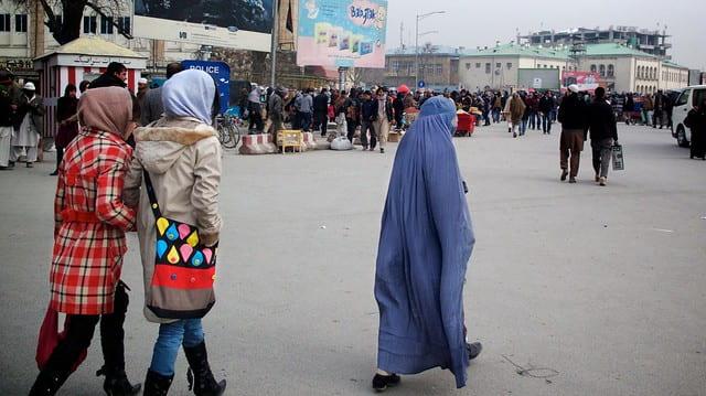 Image of girls on Afghan street.