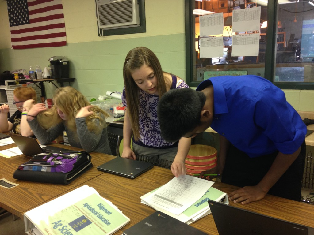 Courtney Fulton assists students at Ridgemont High School during her Early Field Experience.