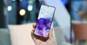 Someone holding a Samsung Galaxy S20