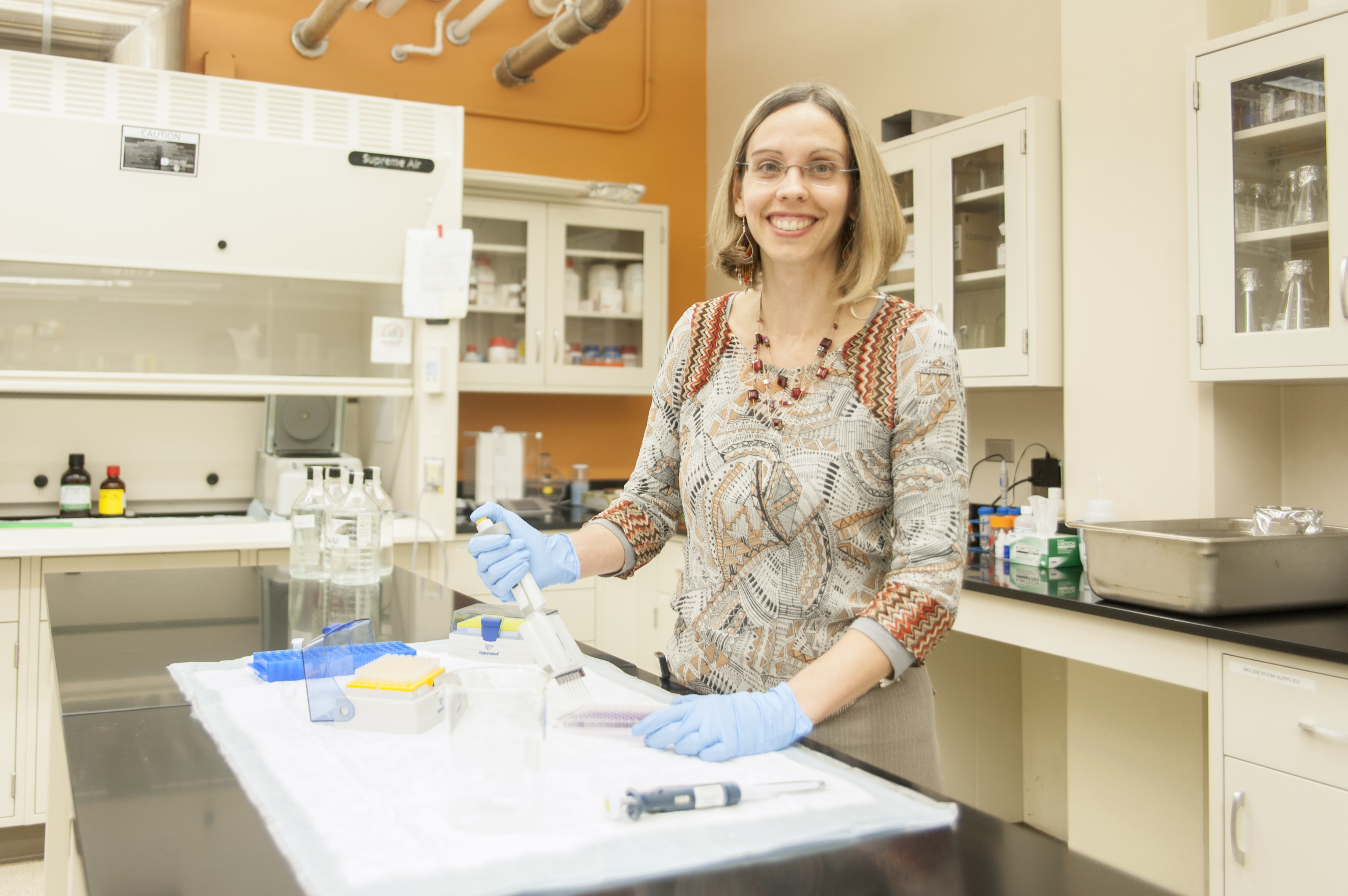 Dr. Mireia Guerau in the Applied Immunology Lab