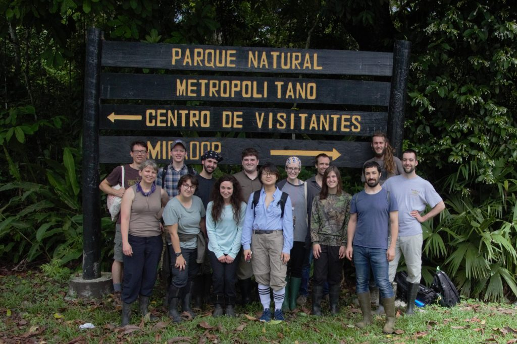 students in front of sign for Metropolitan nature park