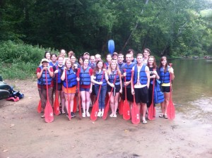 SUSTAINS students enjoy nature on a canoeing trip together!