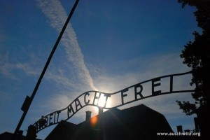 Photo of the entry gate at Auschwitz (Picture taken from www.auschwitz.org)