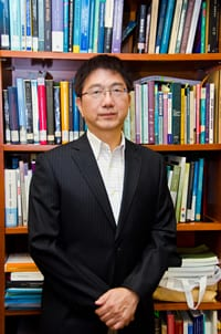 Prof. Thomas Lee graphic