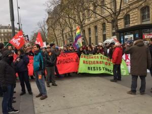 Demonstrators start to get louder