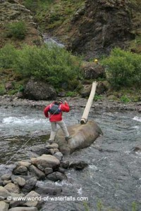 Crossing the river Botnsá to hike to Glymur. Photo: World of Waterfalls